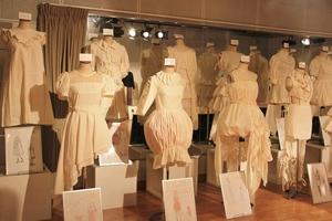 5、衣服_ホワイト.JPG